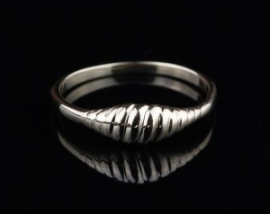14K Shrimp Ring