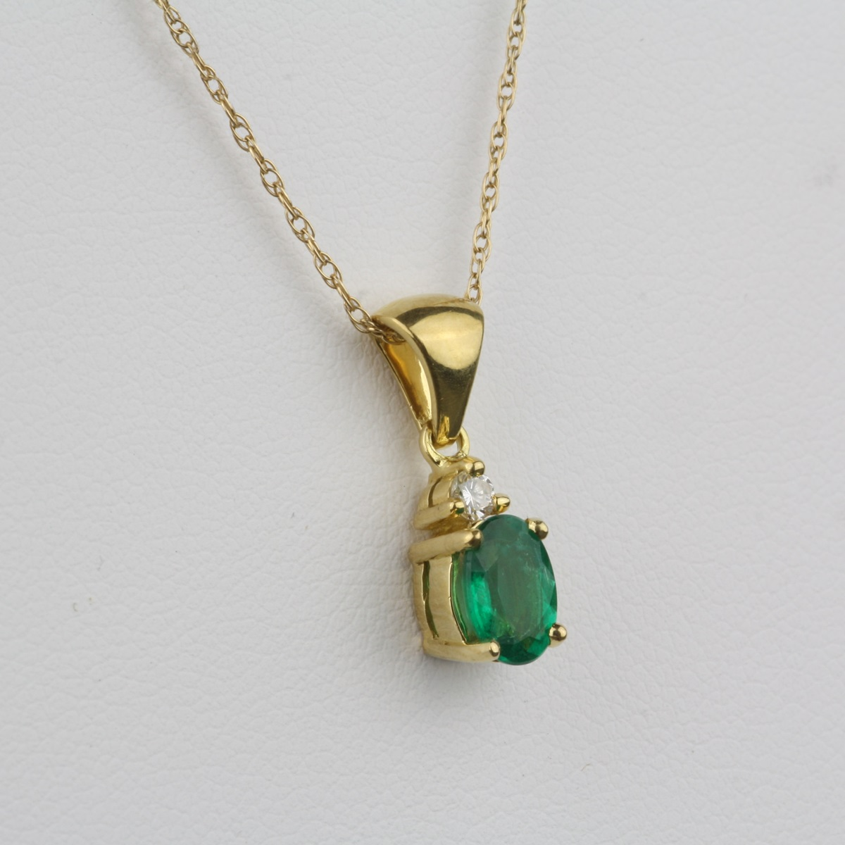 pendant item gold emerald diam jewelry diamond