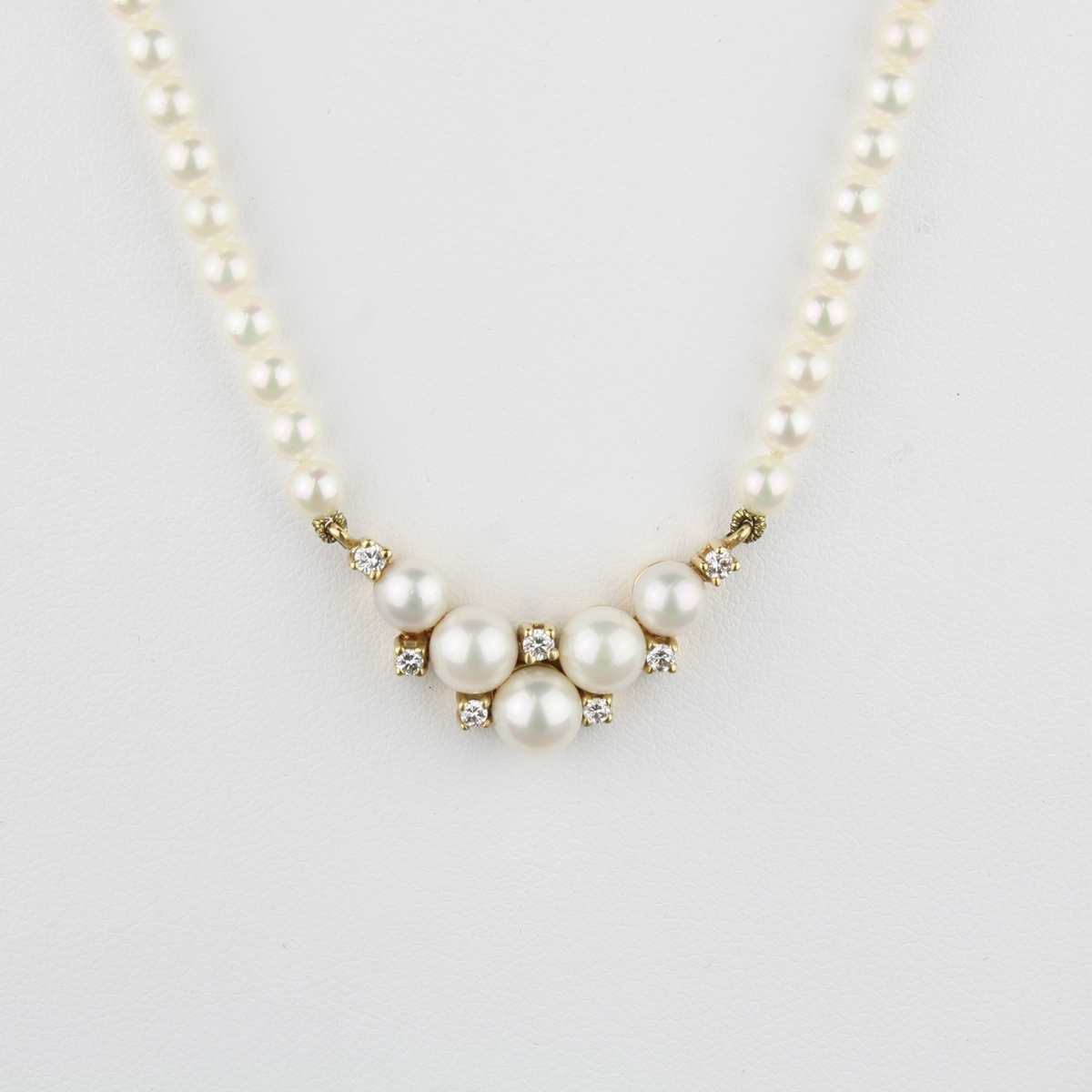Pre Owned Pearl And Diamond Necklace In 14 Karat Yellow Gold
