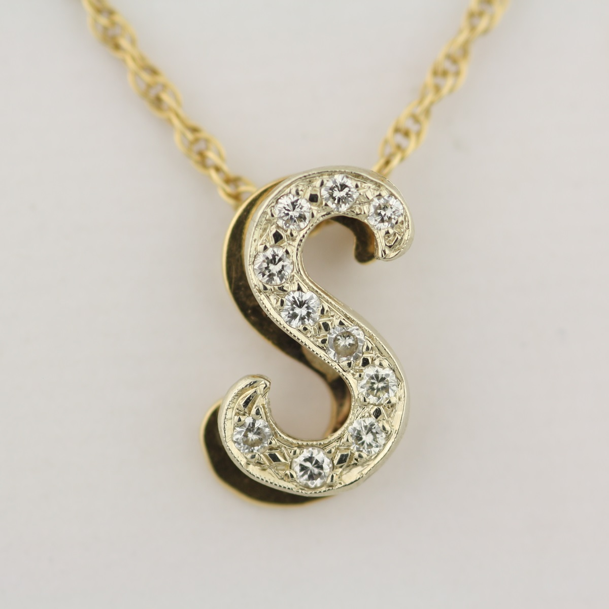 pre owned s letter pendant with 20 inch chain