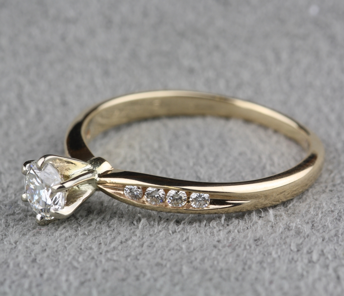 pre owned 40 carat total weight engagement ring