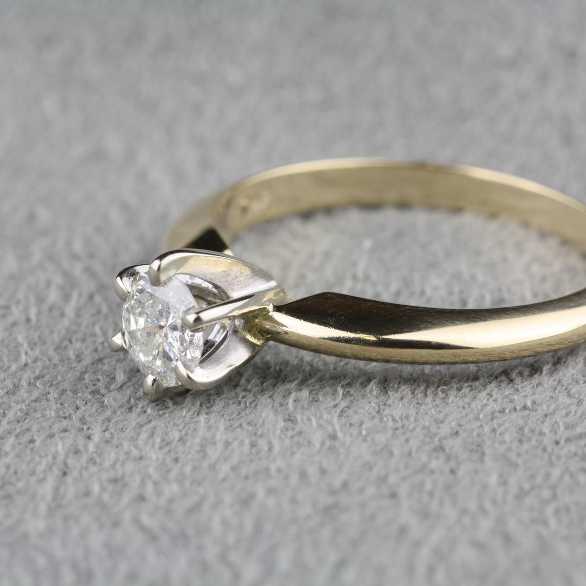 Pre Owned 37 Carat Diamond Engagement Ring in 14 Karat Yellow Gold