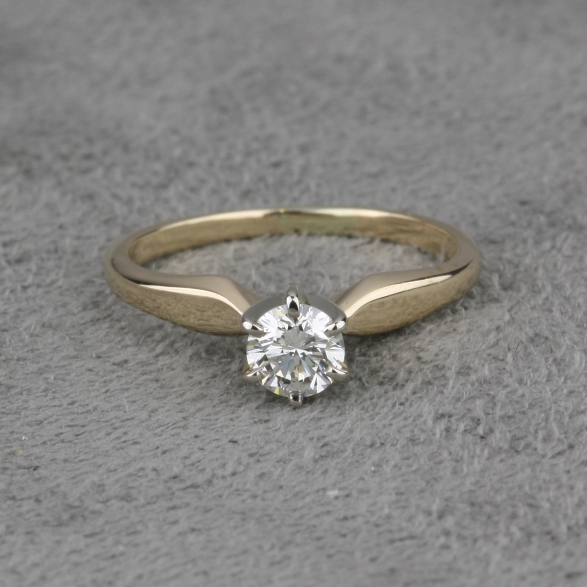 Preowned Wedding Rings: Pre-Owned Diamond Solitaire Ring