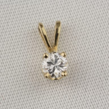pre-owned-diamond-pendant