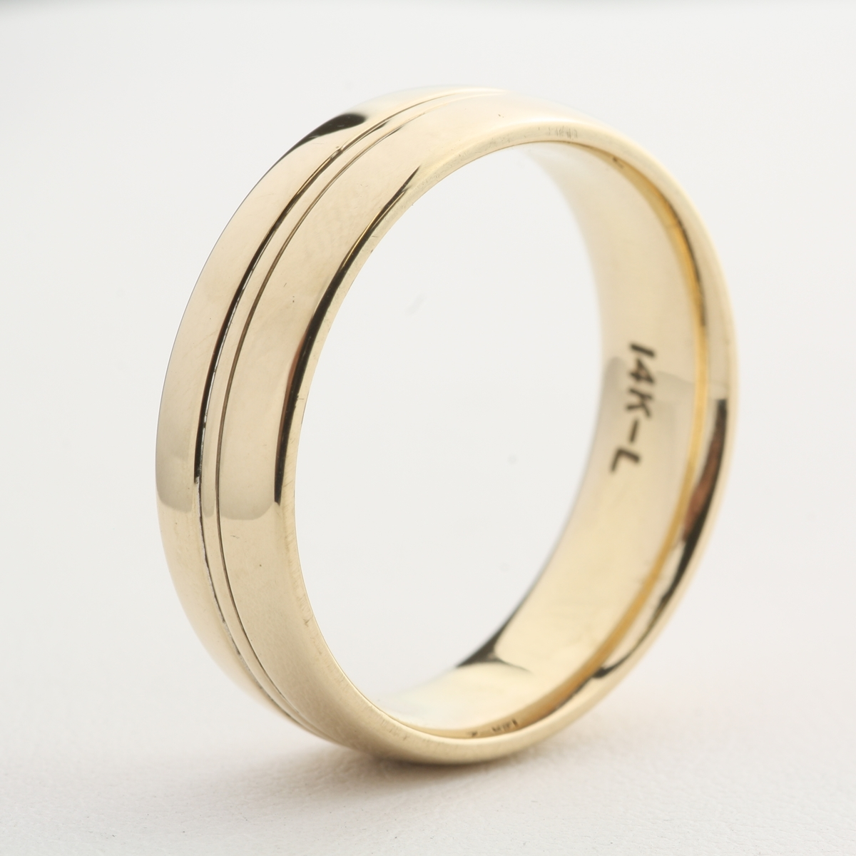 pre owned 14 karat gold wedding band