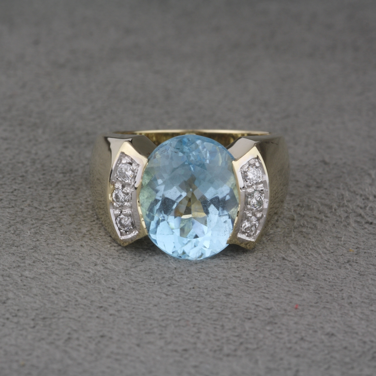 pre owned 14 karat yellow gold blue topaz ring