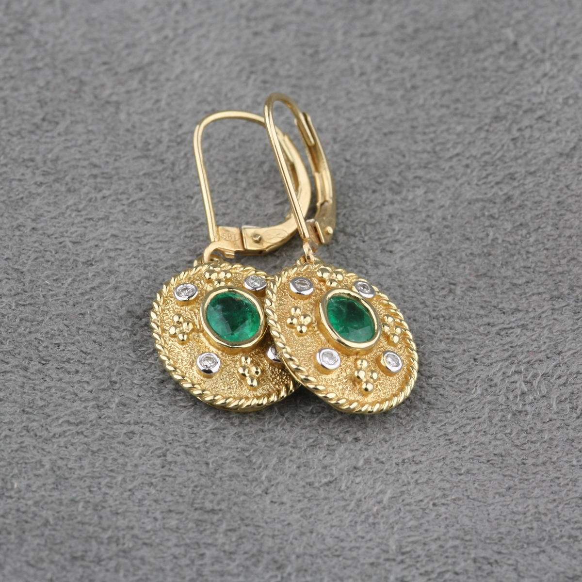 Pre Owned 14 Karat Yellow Gold Emerald And