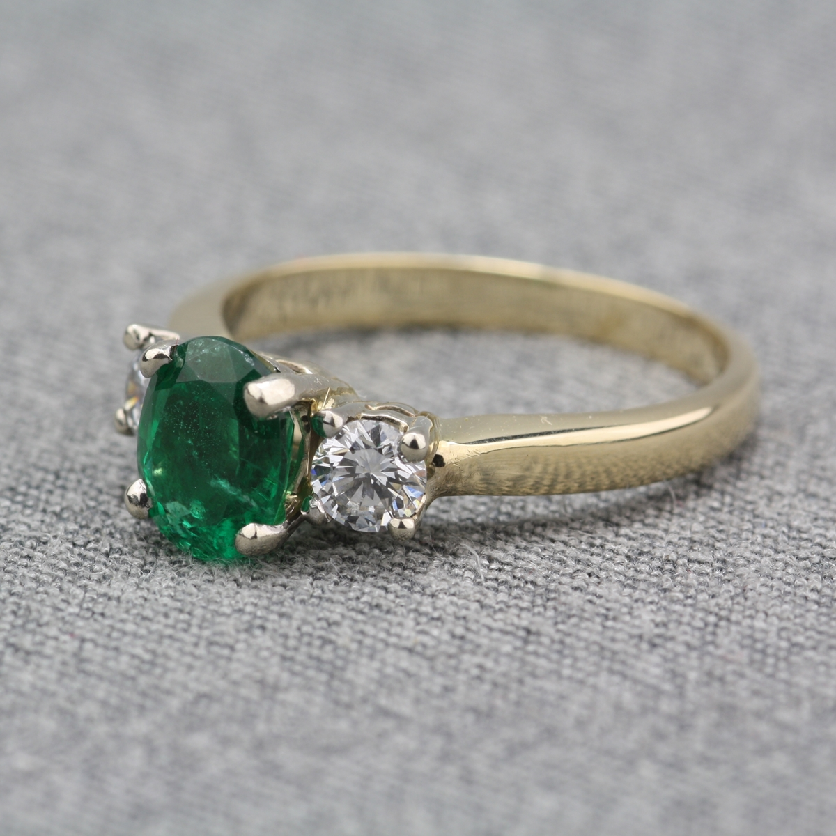 pre owned 14 karat yellow gold emerald ring