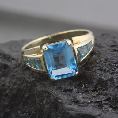 Pre-Owned-10-Karat-Yellow-Gold-Blue-Topaz-Ring