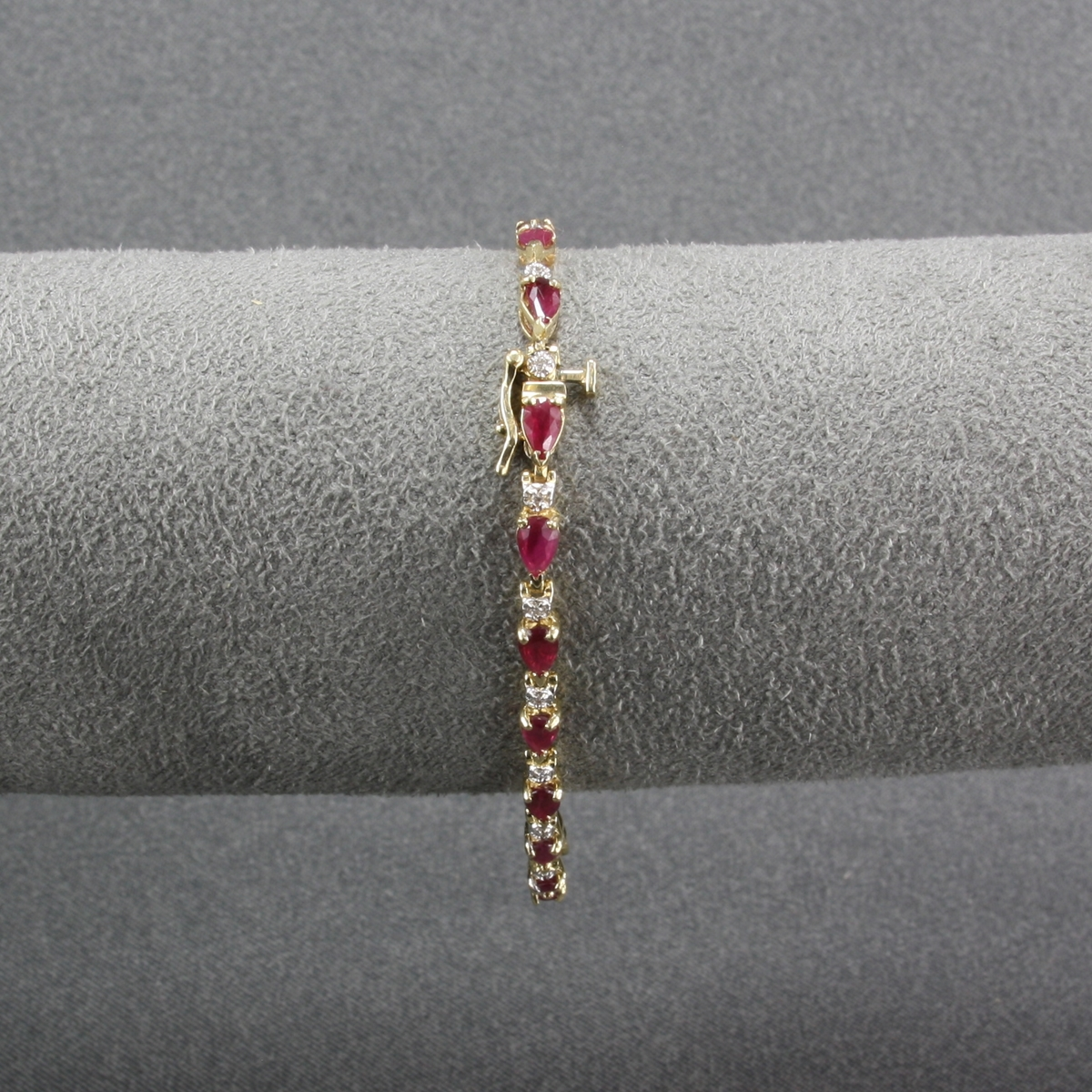 Pre Owned 14 Karat Yellow Gold Ruby And