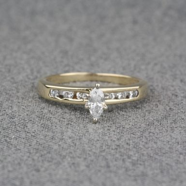 Pre-Owned-14-Karat-Yellow-Gold-Diamond-Engagement-Ring