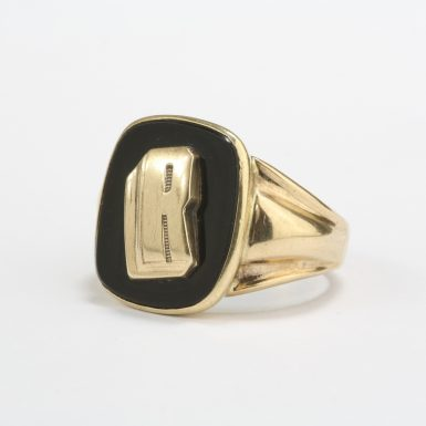pre-owned-10-karat-yellow-gold-vintage-onyx-initial-r-signet-ring