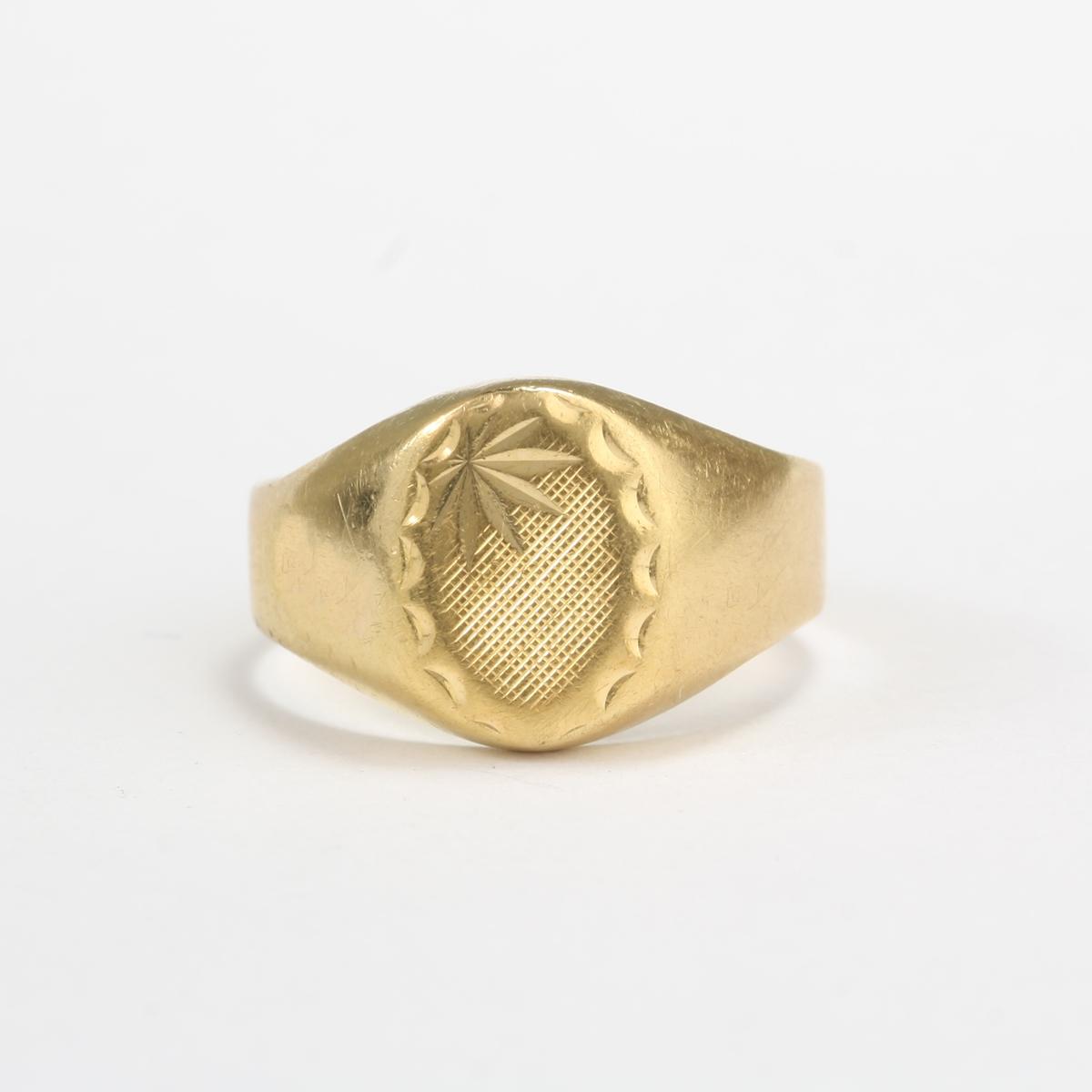 pre owned 14 karat yellow gold child signet ring
