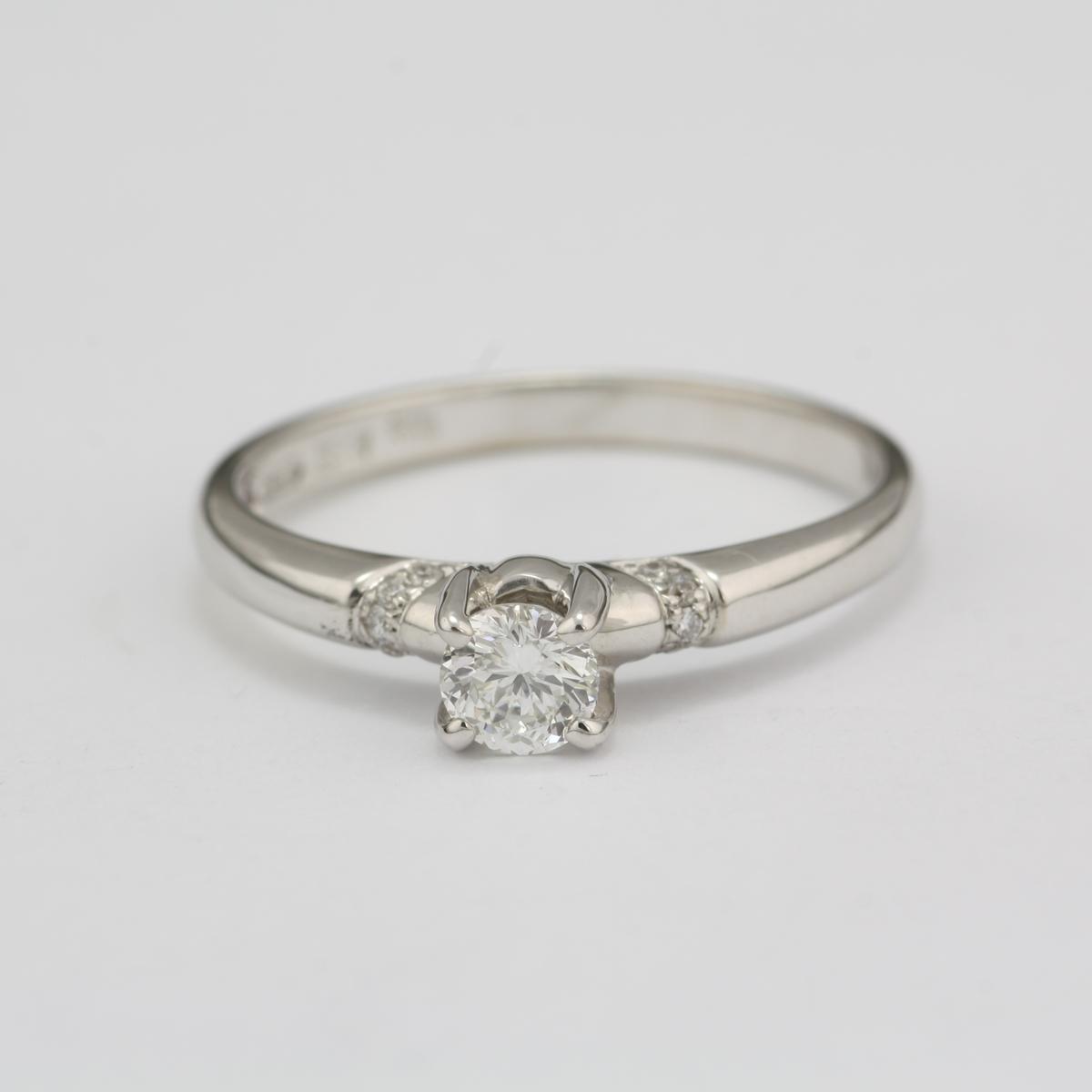 Pre Owned 18 Karat White Gold Diamond Ring