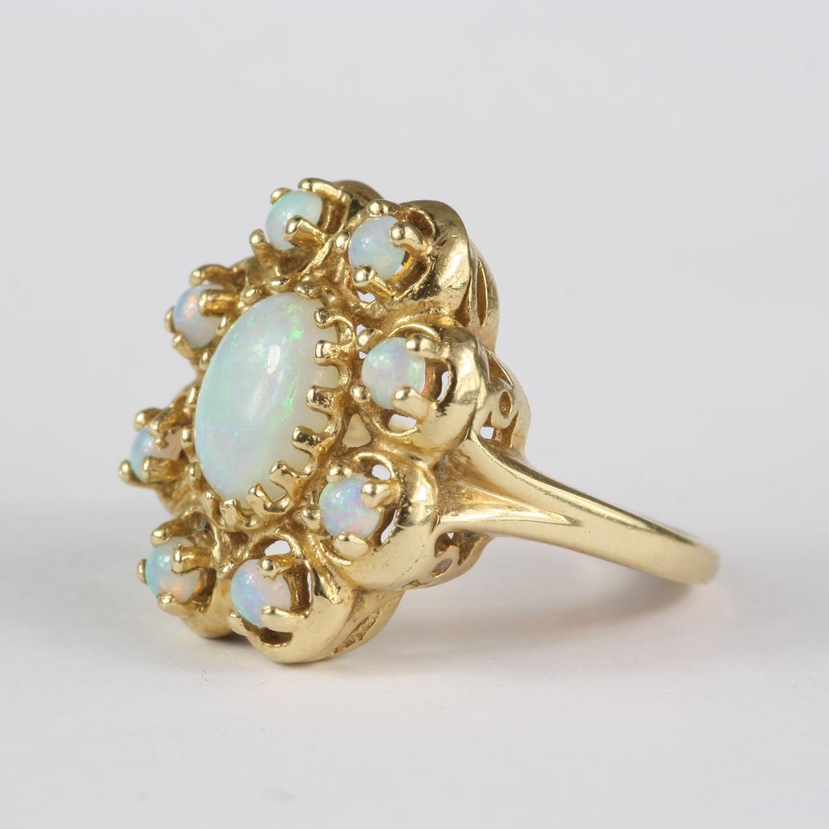 PreOwned Vintage 14 Karat Yellow Gold Opal Ring