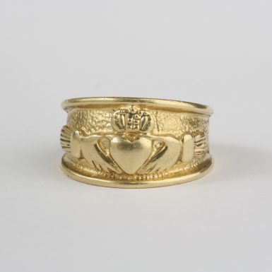 pre-owned-14-karat-yellow-gold-claddagh-style-ring
