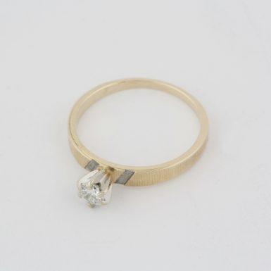 Pre-Owned 14 Karat Yellow Gold Solitair Engagement Ring