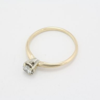 Pre-Owned 14 Karat Yellow Gold Diamond Solitair Engagement Ring