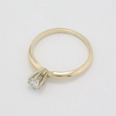 Pre-Owned 14 Karat Yellow Gold Diamond Solitair Ring