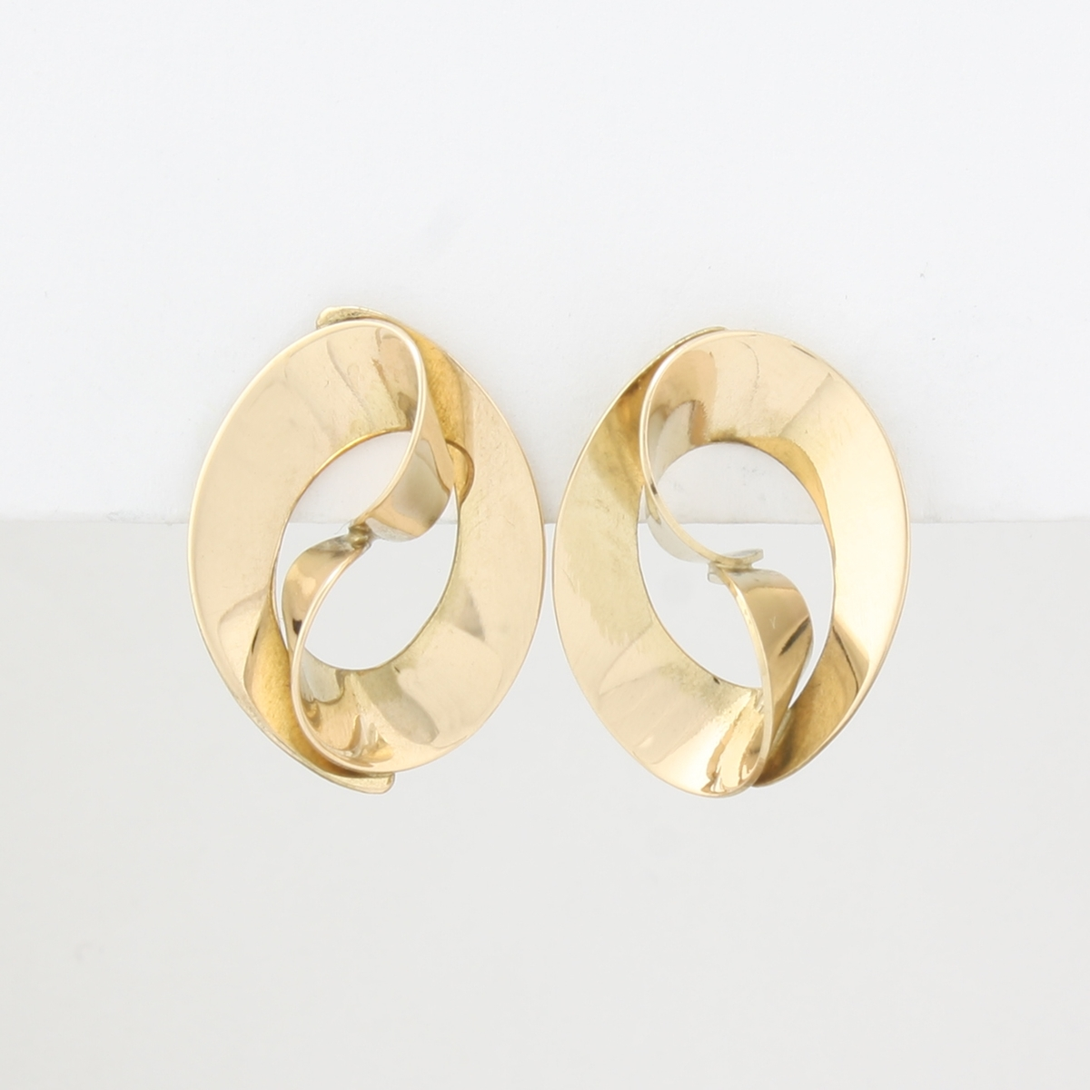pre owned 14 karat yellow gold free form style post earring