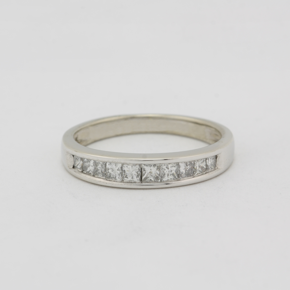 pre owned 14 karat white gold wedding band