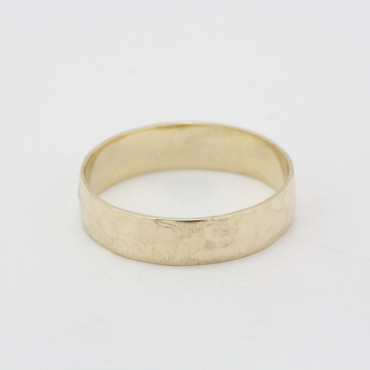 pre owned 14 karat yellow gold hammered wedding band