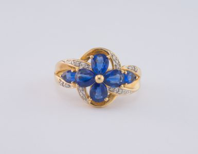 BRIGHT AND ELEGANT SAPPHIRE AND DIAMOND RING