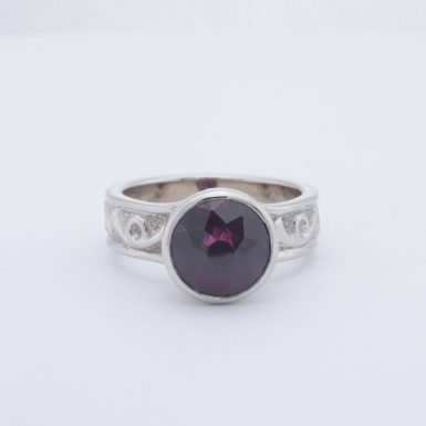 Pre-Owned 18K Pyrope Garnet Ring