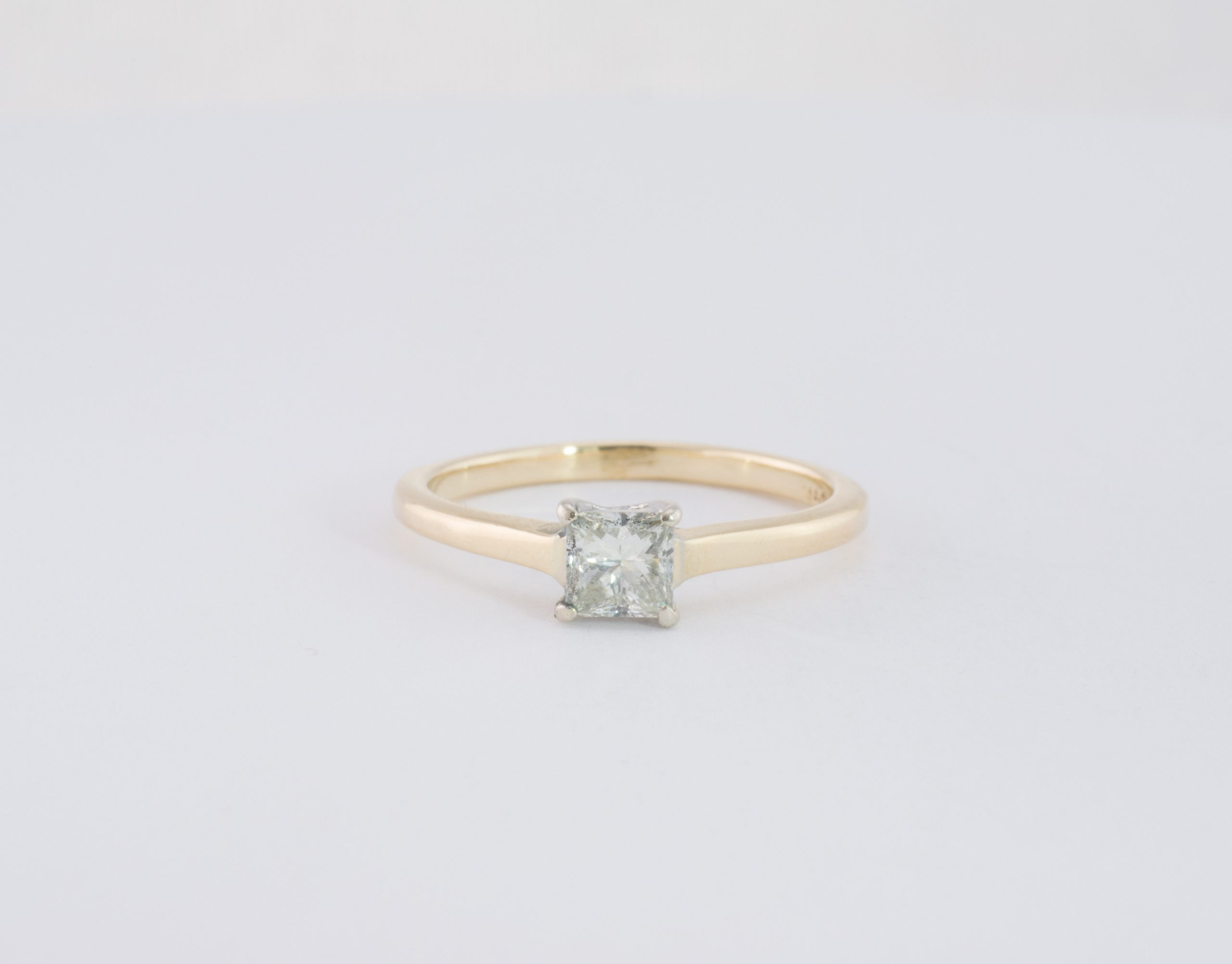 PRE OWNED Princess cut diamond solitaire ring