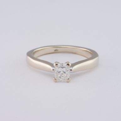 Pre-Owned 14K White Gold Diamond Solitaire Ring