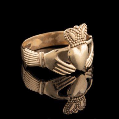 Vintage 9K Claddagh Ring